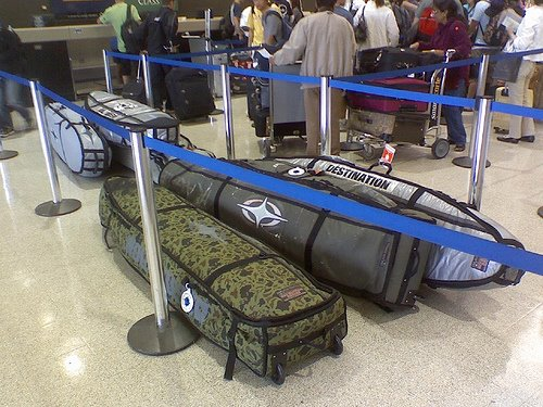 surfboards-in-airport